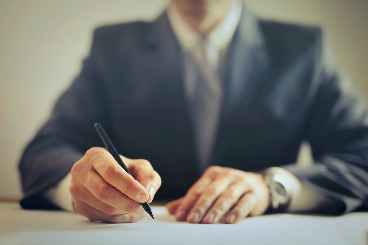 Difference between a living will and a last will & testament